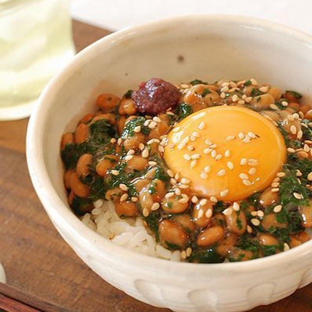 休日ランチ♡モロヘイヤと納豆のさっぱり~しそ梅丼