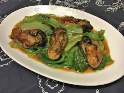 牡蠣とレタスのオイスターソース炒め。レタスがたっぷり食べられるおつまみ。