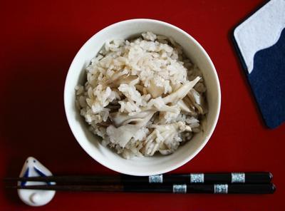 〈簡単!材料4つ!〉アンチョビとマイタケの炊き込みご飯
