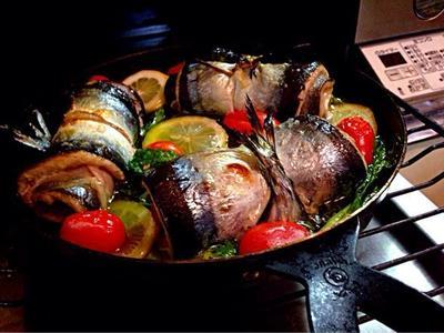 冷やしても美味しい秋刀魚とセロリのサルティンボッカのアンチョビレモンアヒージョ