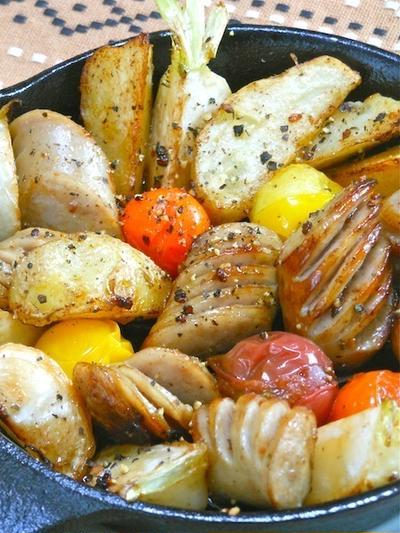 スパイスで簡単&減塩おつまみ!スキレットでソーセージと野菜のガーリックペパー焼き。
