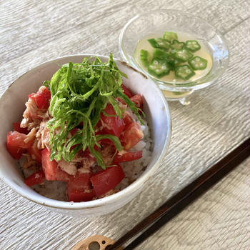 火を使わず簡単調理 トマト丼とオクラの冷製すまし汁