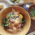塩鮭とラディッシュのおろし丼とサボイキャベッジと薄揚げのお味噌汁