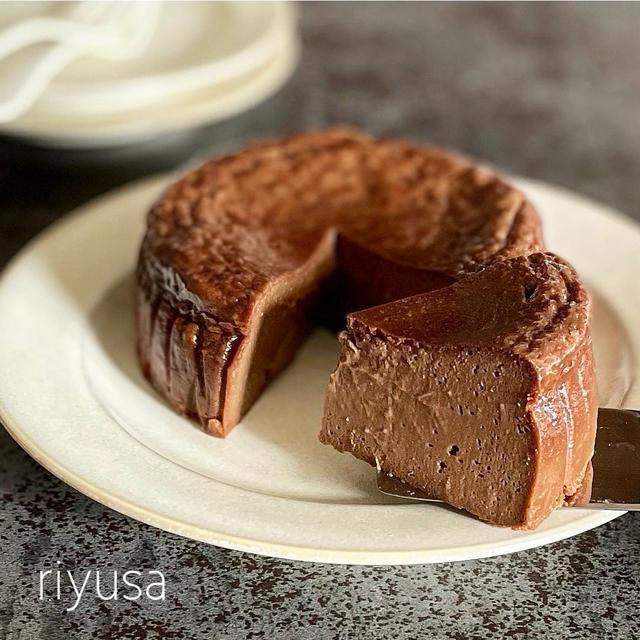【材料4つで絶品】極しっとり!ベイクドチョコチーズケーキ