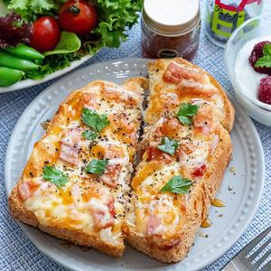 朝ごはんやランチに♪ボリューム満点「ベーコンチーズトースト」
