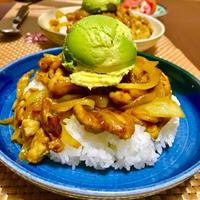 カレー粉で作る簡単スパイシーカレー丼〜アボ玉乗せ〜レシピ(*^^*)