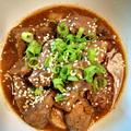 簡単牛肉の煮込みレシピ トレジョのシラチャーソースSriracha sauce