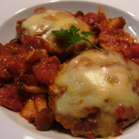 たっぷりキノコ&とろ~りチーズのトマト煮込みハンバーグ~♪