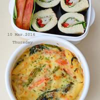 3月10日 木曜日 ブラウンライス入り鶏とほうれん草のグラタン&パンde海苔巻き