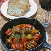 簡単おうちバル!フルーティな赤ワインにソーセージとエリンギのスパイシーケチャップ焼き。