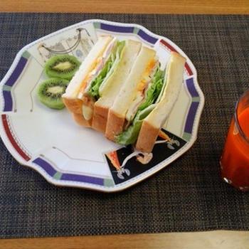 あれこれ欲しい気持ちを抑えたよ☆ベーコンエッグサンドイッチ♪☆♪☆♪