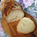 オリーブオイル入りの自家製パン