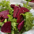 ビーツとワサビ菜のサラダ&三角コロッケ♪