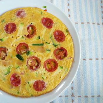 ズッキーニとベーコン、ミニトマトのオムレツ♪
