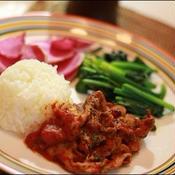 ヘルシー野菜を添えて♪豚肉のバジルトマトカレー☆