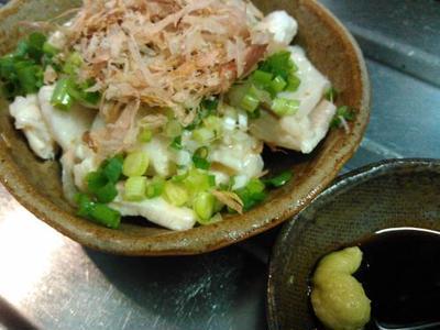 ベーコンのサラダ、サンマの塩焼き、鶏ムネ肉の鶏わさ、オクラとしめじの冷製