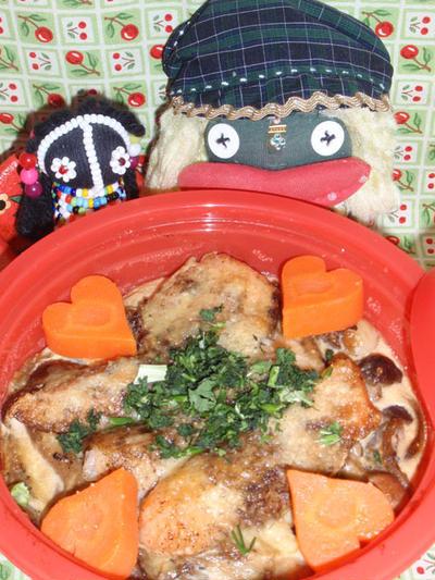 鮭とキノコのキッシュ&ブロッコリーのコーンサラダ(お家カフェ)