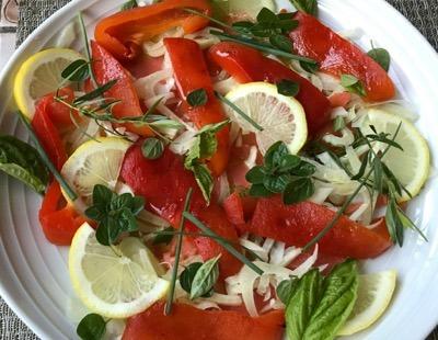赤い食卓   ♪パプリカとスモークサーモンのサラダ♪