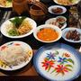 大盛り麺も余裕で完食。イサーン式ココナッツカレーヌードル「ミーガティ(หมี่กะทิ)」。
