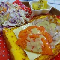 フレンチトーストのお野菜たっぷりサンドイッチ
