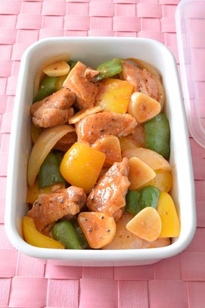 鶏肉とパプリカのトマトピューレ炒め 作り置きレシピ 蒸し炒め焼きで超簡単!