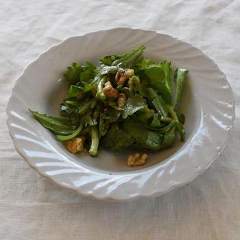 春菊とクルミのサラダ