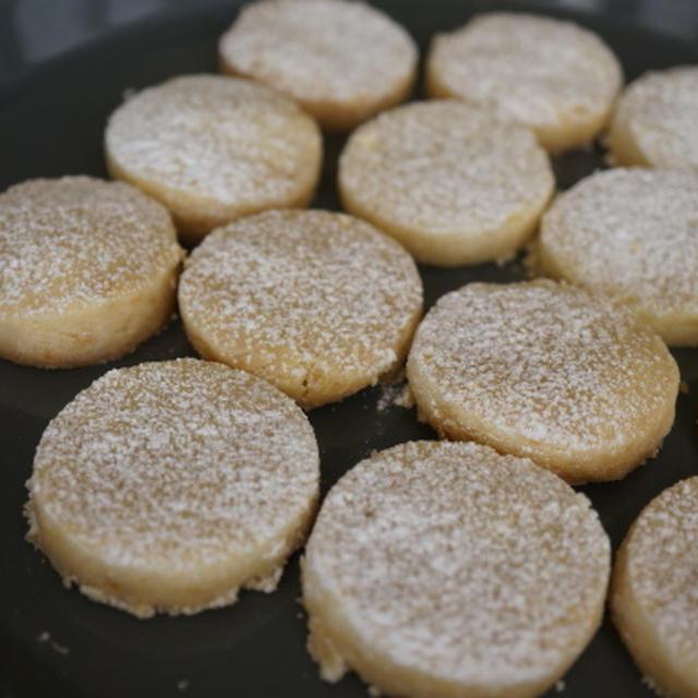 口どけのよいクッキー レモン風味のポルボロン