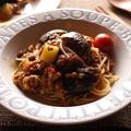 <茄子とズッキーニや夏野菜のミートソーススパッゲティー><ズッキーニ(生)ときゅうりとツナのサラダ>