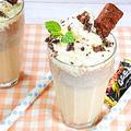 ブラックサンダーで作るアイスミルクシェイク【おうちで簡単シェイク♪】 by HiroMaruさん