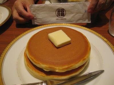丸福珈琲店でホットケーキ