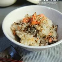 焼き鮭香る♪もずくのほっこり炊き込みご飯。