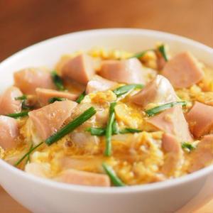 コスパ◎の魚肉ソーセージを丼に!おにぎりに!「ギョニソ×ごはん」