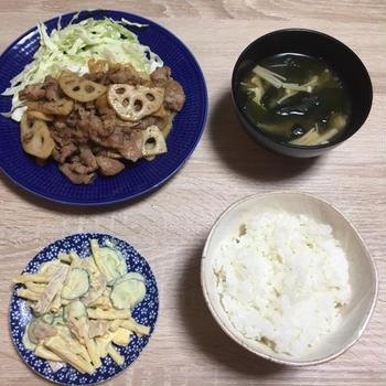 ヨシケイの食材宅配でレンコンと豚肉の生姜焼き・マカロニサラダ・えのきのみそ汁を作ってみた