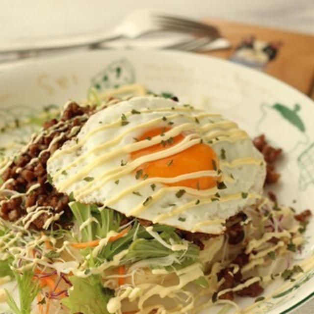 朝カフェ★ 混ぜるだけ・甘辛そぼろのサラダパンケーキ(レシピ)
