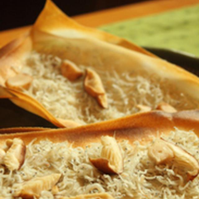 《包丁を使わない料理》余ったハルマキの皮で★シラスのピザ