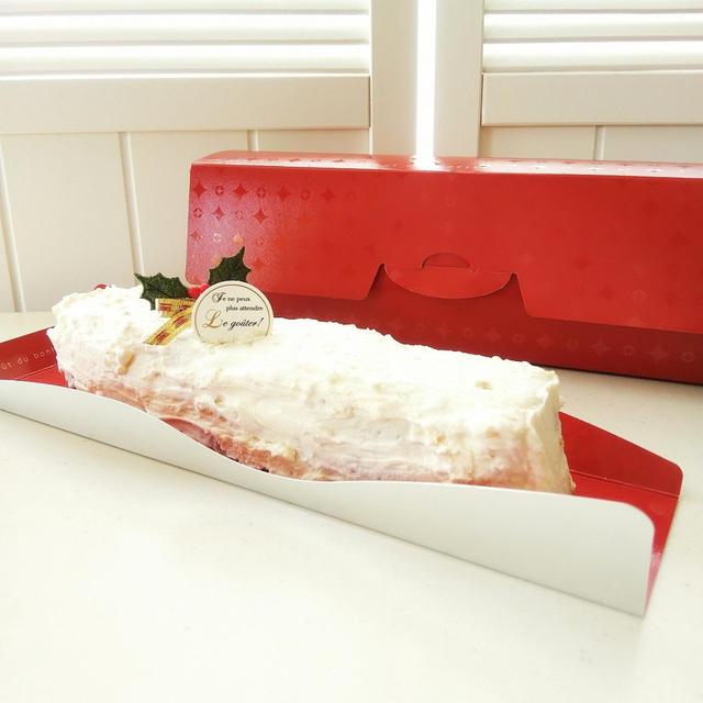 ラムレーズン入りバターケーキのホワイトチョコクリームコーティング