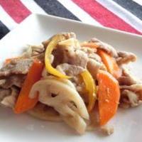 梅酒で豚肉とレンコンの甘辛ガーリック炒め
