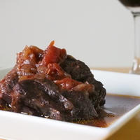 牛すね肉の味噌トマト煮  -フルボディーの日本ワインに合う和の一皿-