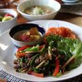 青椒肉絲とエビチリなど。中華ワンプレート。