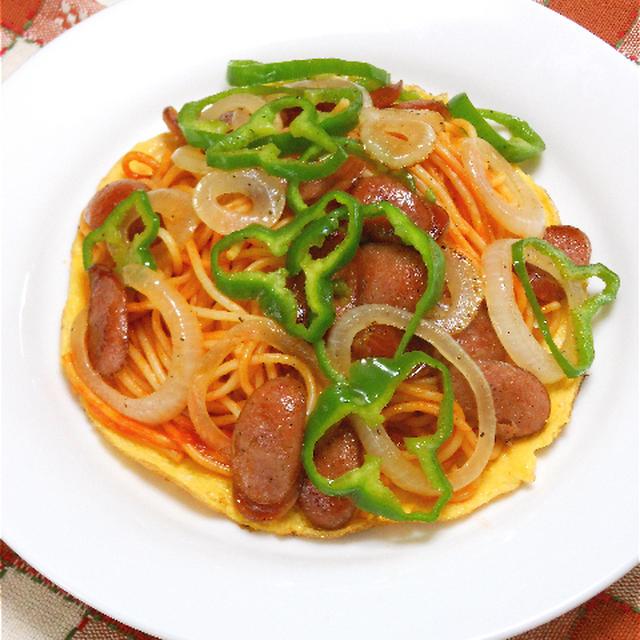 レンジでチン!の冷凍麺で半熟卵とたっぷり野菜の簡単ナポリタン。