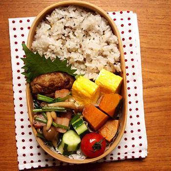 玉子焼きと残り物の常備菜弁当