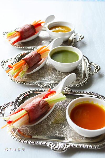 カラフルソースを楽しむお肉のタパス バレンタインレシピ