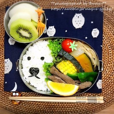 フライパンでいただく冷凍ジンギスカン。残りはお弁当…旅ロスひどくてキャラ弁に(笑)。