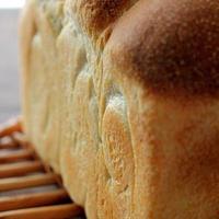 左右の山がやっぱりヘンな山食と、食パン1斤袋