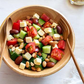 夏野菜と豆のサラダ。植物性の食材だけでヘルシーランチ♪【農家のレシピ帳】