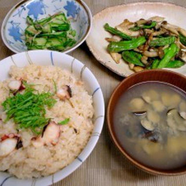 たこ飯【快傑・圧力鍋】、シシトウとぶなしめじの鶏皮炒め