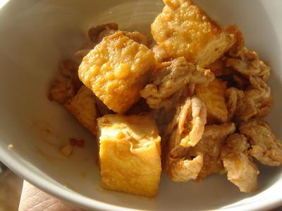 厚揚げと豚肉のサムジャン炒め