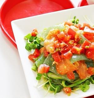 【夏のダイエットレシピ】スモークサーモンとお刺身こんにゃくのマリネサラダ~わさび風味♡