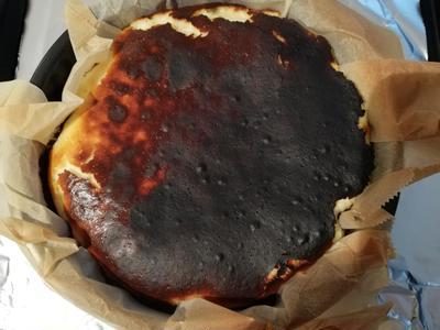 カッテージチーズとヨーグルトを使ったバスク風チーズケーキ作ったよ!