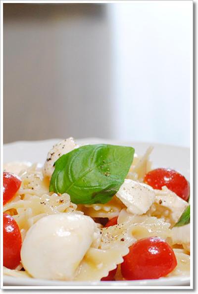 水牛のモッツァレラとミニトマトを使った冷製ファルファッレ